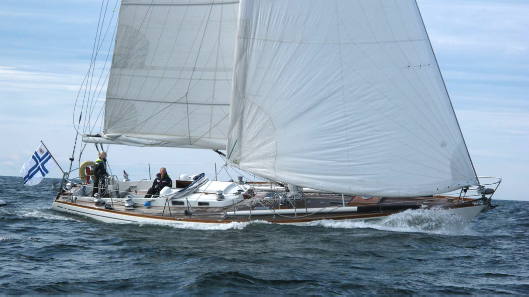 Carly III, Swan 43